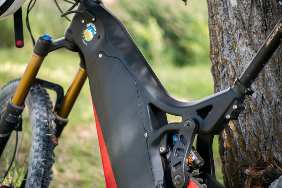 Ultra Strong Carbon Fiber frame with field-removable battery