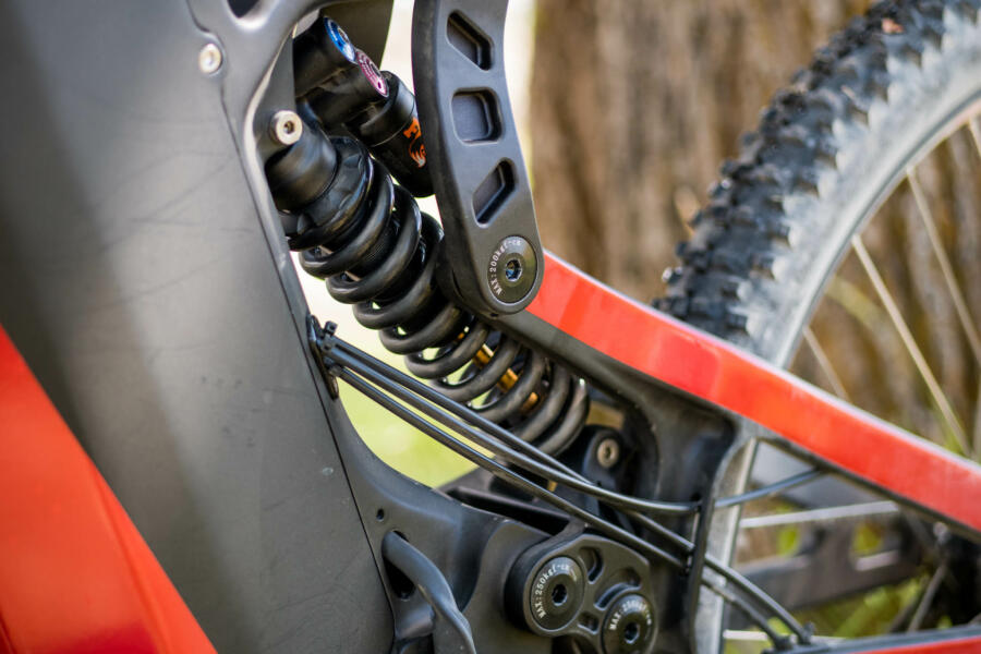Fox Shock with buttery smooth MX style linkage suspension